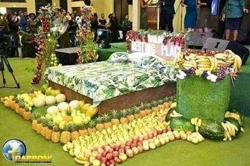 Pastor shows members what heaven looks like